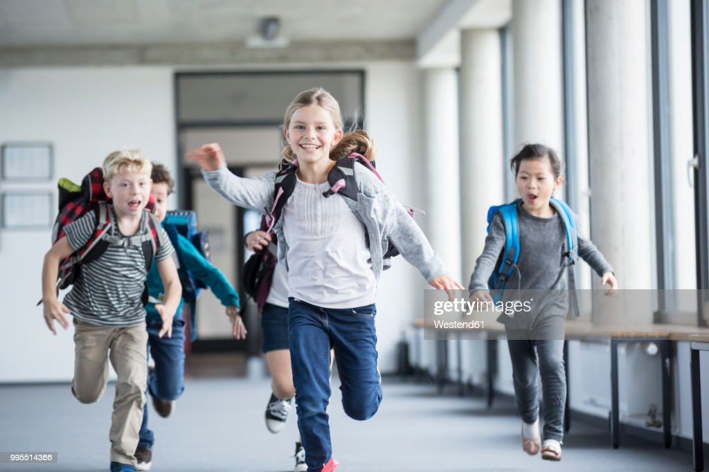 Excited pupils rushing down school corridor : Stock-Foto