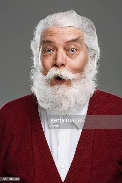Heureux senior homme avec barbe et de la moustache