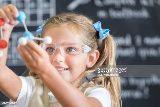 excited young girl studies molecular structure in class - stem assunto imagens e fotografias de stock