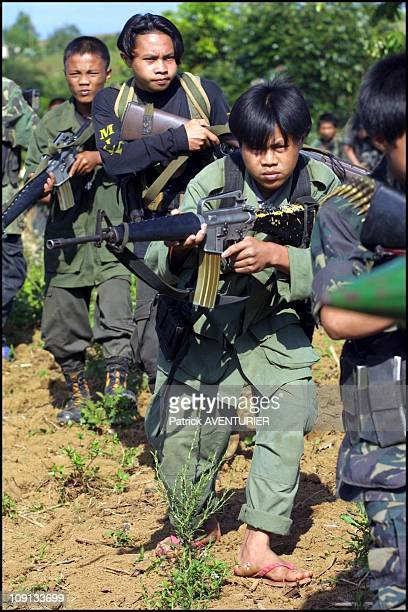 Exclusif Moro Islamic Liberation Front On January 3Rd 2002 In Marawi Philippines Meeting Of Fighters Of 501St Brigade Of Milf In Pantaragat Near...