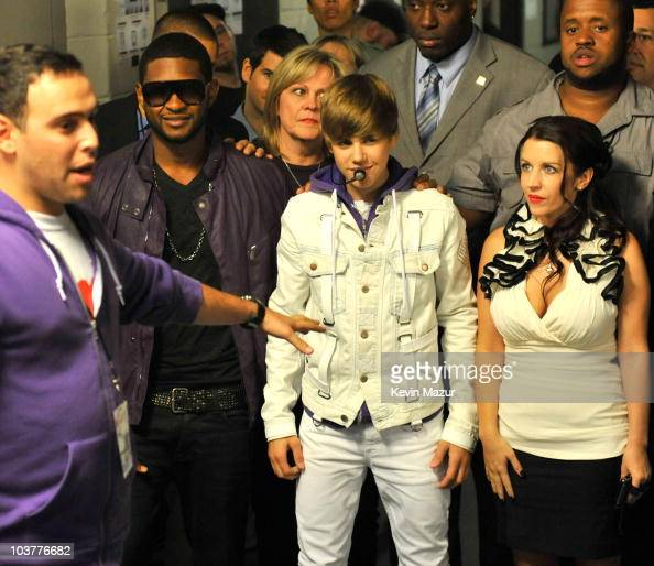 Exclusive Scooter Braun Usher And Justin Bieber Backstage Before News Photo Getty Images