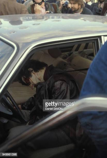 Exécution de Jacques Mesrine l'ennemi public numéro 1 abattu par la police à la porte de Clignancourt le 2 novembre 1979 à Paris France