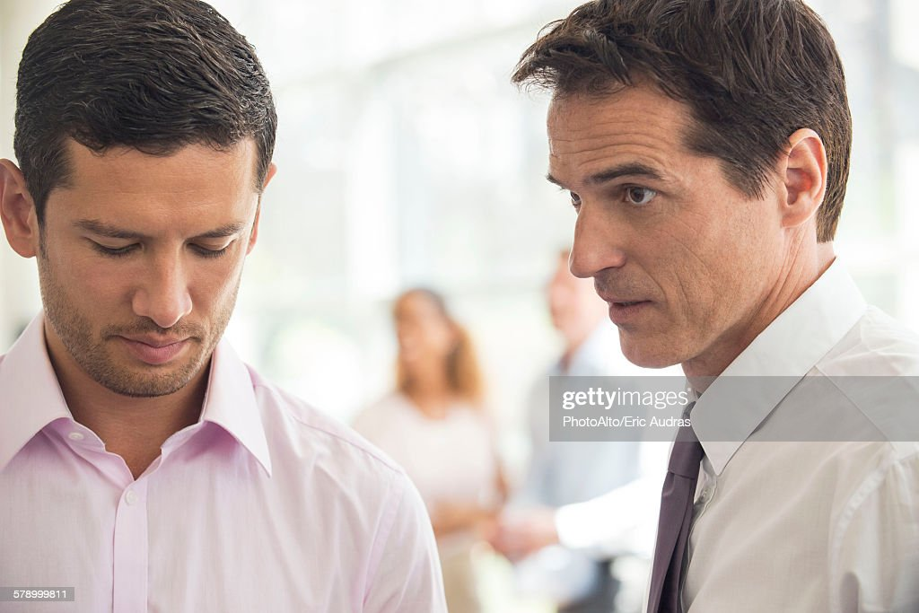 Executive having difficult talk with employee : Stock Photo