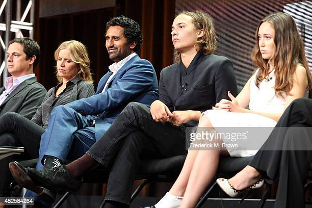 Executive producer Dave Alpert actors Kim Dickens Cliff Curtis Frank Dillane and Alycia DebnamCarey speak onstage during the 'Fear the Walking Dead'...