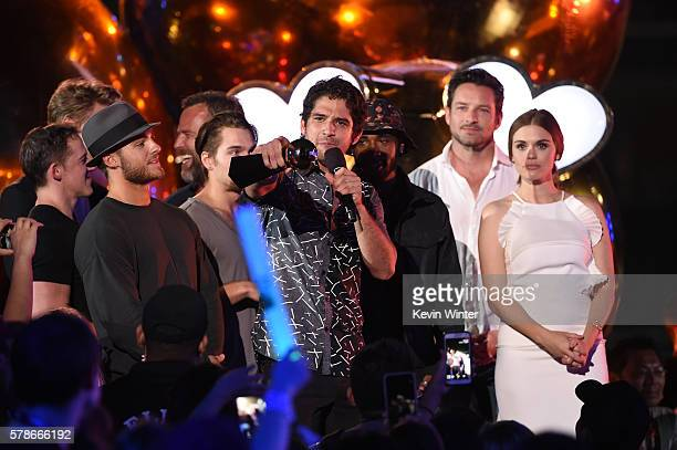Executive producer Jeff Davis actors Cody Christian JR Bourne Dylan Sprayberry Host Tyler Posey actors Ian Bohen and Holland Roden accept the Fandom...