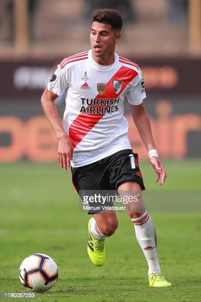 Exequiel Palacios of River Plate controls the ball during the final match of Copa CONMEBOL Libertadores 2019 between Flamengo and River Plate at...