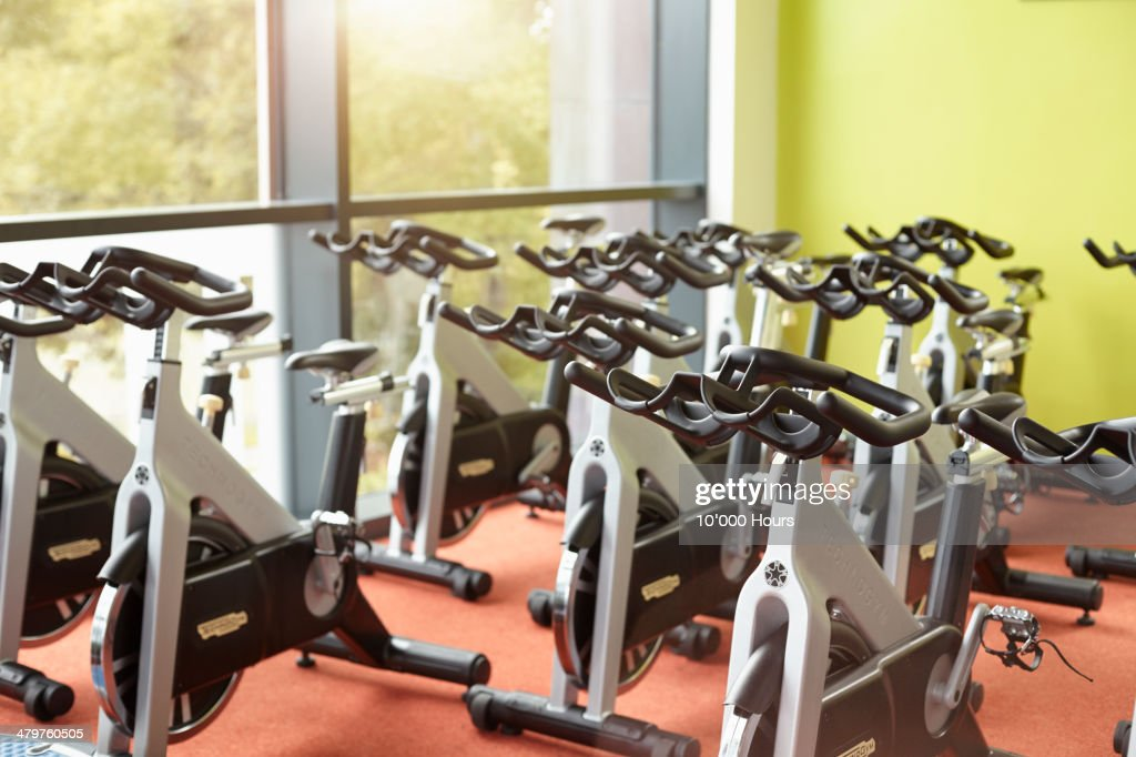 Exercise bikes in a gym for exercise class : Stock Photo