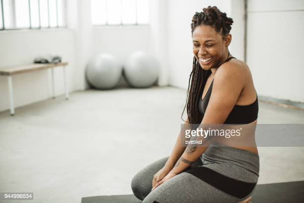 exercise makes me smile - body positive stock pictures, royalty-free photos & images
