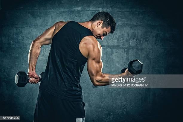 exercise with weights - bodybuilding stockfoto's en -beelden