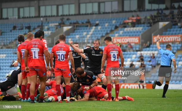 Exeter Chiefs are awarded a penalty try during the Gallagher Premiership Rugby match between Exeter Chiefs and Leicester Tigers at Sandy Park on...