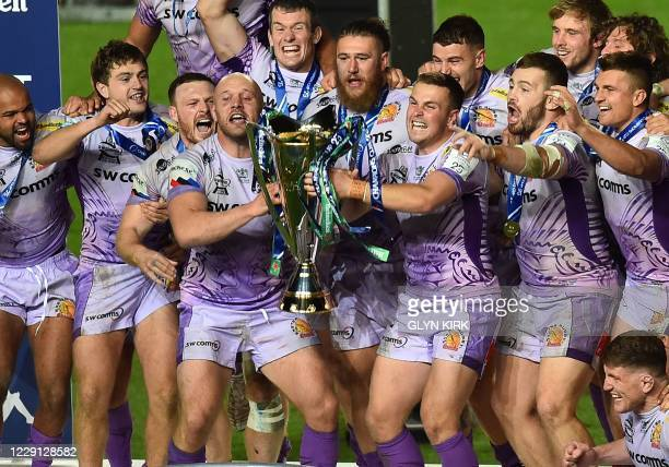 Exeter Chiefs' English hooker Jack Yeandle and Exeter Chiefs' English fly-half Joe Simmonds lift the trophy as Exeter Chiefs players celebrate after...