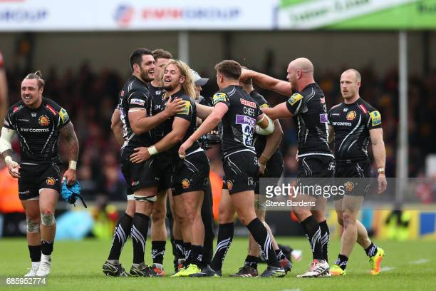 Exeter players celebrate their team's last minute 1816 victory during the Aviva Premiership semi final match between Exeter Chiefs and Saracens at...