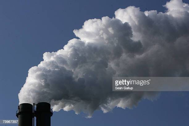 Exhaust plumes from the main chimneys of the black coalfired power plant Heizkraftwerk Reuter West March 23 2007 in Berlin Germany Germany is still...