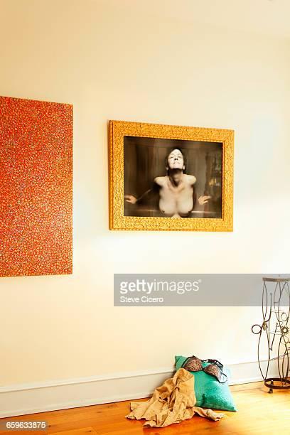exhibitionist in art gallery