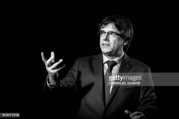 TOPSHOT Exiled former Catalan leader Carles Puigdemont poses during a photo session in Brussels on February 7 2018 / AFP PHOTO / Emmanuel DUNAND