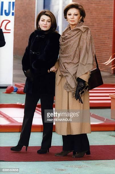 L'eximpératrice d'Iran Farah Diba et sa fille la princesse Leila Pahlavi le 31 janvier 1998 à Amsterdam PaysBas