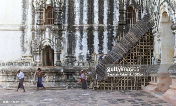 exit from the stage / mandalay region, myanmar (2014) - stephan rebernik ストックフォトと画像