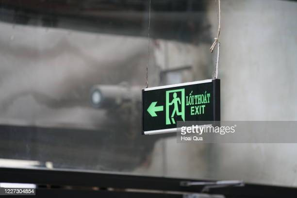 exit sign - evacuation stock pictures, royalty-free photos & images