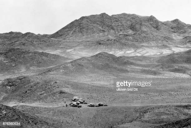 Expedition in Central Asia, Yellow Expedition, explorer Georges-Marie Haardt , the car caravan crossing the Gobi desert Photographer: Georges-Marie...
