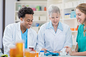 Experienced pharmacist trains new employees