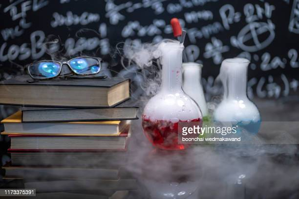 experiments in chemistry laboratory of asean, rural schools are science experiments in classroom activities, science camp. - frasco cónico fotografías e imágenes de stock
