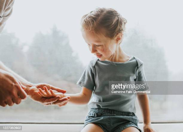 explaining to a child - body care stock pictures, royalty-free photos & images