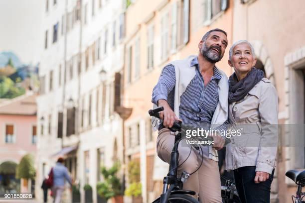 exploring city with bicycle - 55 59 anni foto e immagini stock