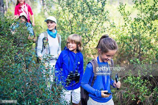 Explorer dans les bois