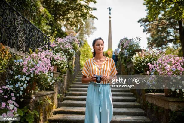 explorando a itália. - camera girls - fotografias e filmes do acervo