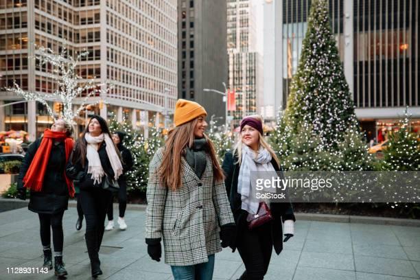 new york city erkunden - new york weihnachten stock-fotos und bilder
