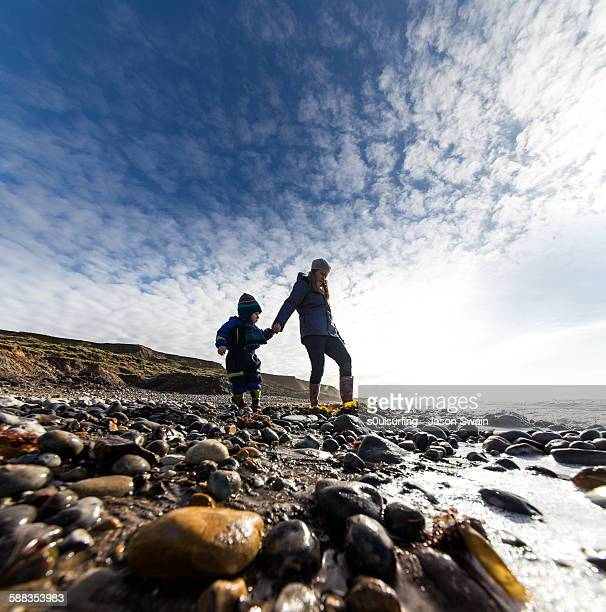 exploring on the beach with mum! - s0ulsurfing stock pictures, royalty-free photos & images