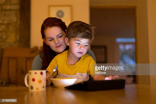 Exploring online with mum