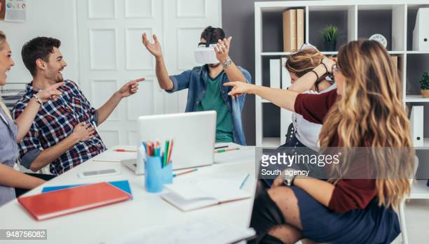 Exploring virtual reality in office