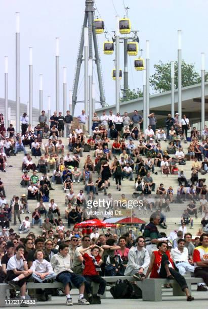 Expo 2000 Fussball EM Europameisterschaft Tuerkei vs Italien auf der Grossbildleinwand der Telekom