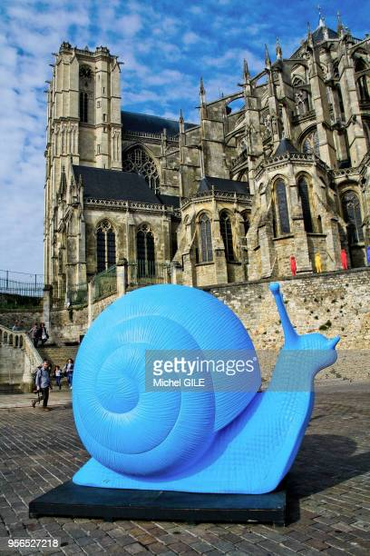 Exposition de drole d'animaux au pied de la cathédrale SaintJulien par le cracking art group collectif de plusieurs artistes qui créent des animaux...