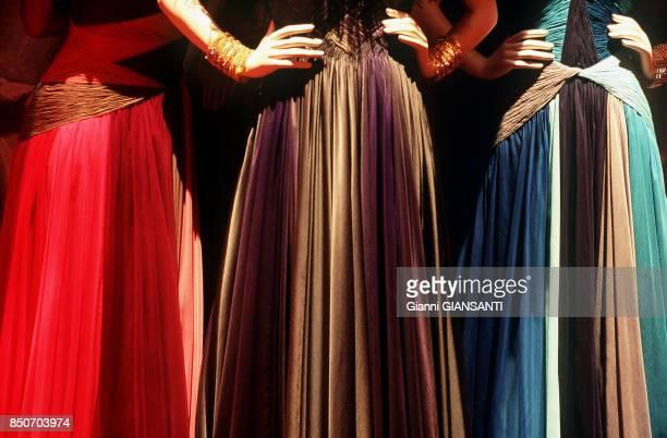 Exposition de robes du couturier italien Valentino Garavani à Rome le 10 juin 1998 Italie