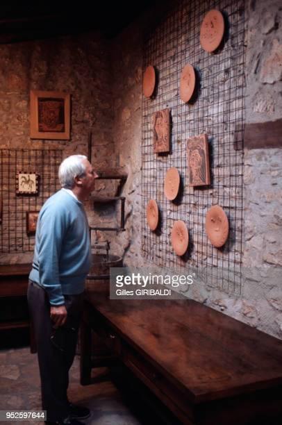 L'expremier ministre britannique Edward Heath visite le musée Picasso circa 1970 à Vallauris France