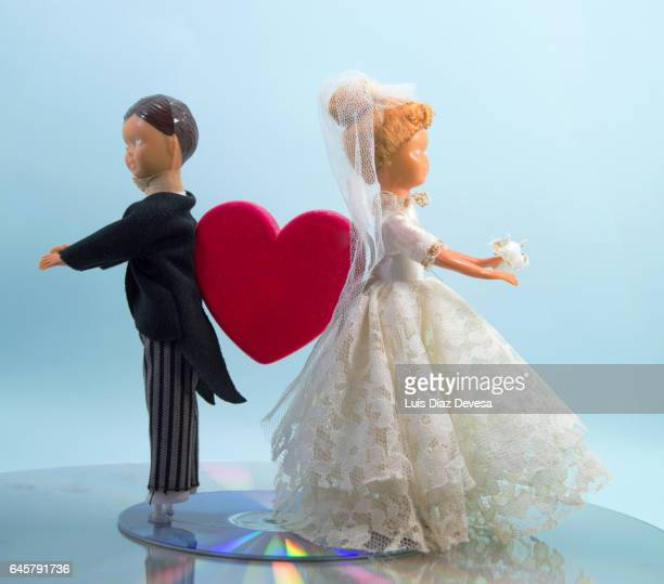 express divorce - dos objetos stock pictures, royalty-free photos & images