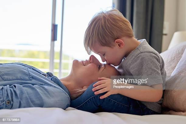 expresiones de amor - hijo fotografías e imágenes de stock
