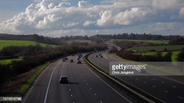 expressway curving through rolling countryside - motorway stock pictures, royalty-free photos & images