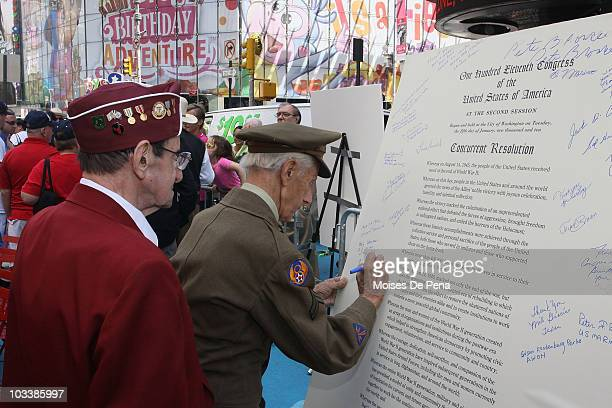 ExPrisoners of war sign proclamation during the KissIn event commemorating the 1945 victory kiss photo by Alfred Eisenstadt>> in Times Square on...