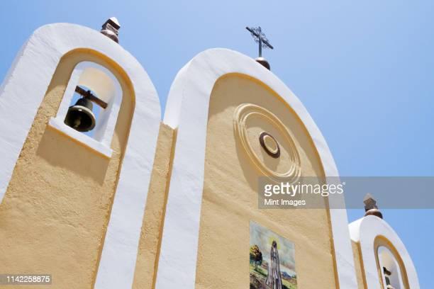 exterior facade of a mexican church - todos santos mexico fotografías e imágenes de stock