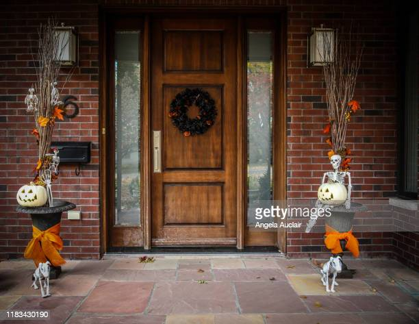 exterior halloween home decor - halloween decoration stock pictures, royalty-free photos & images