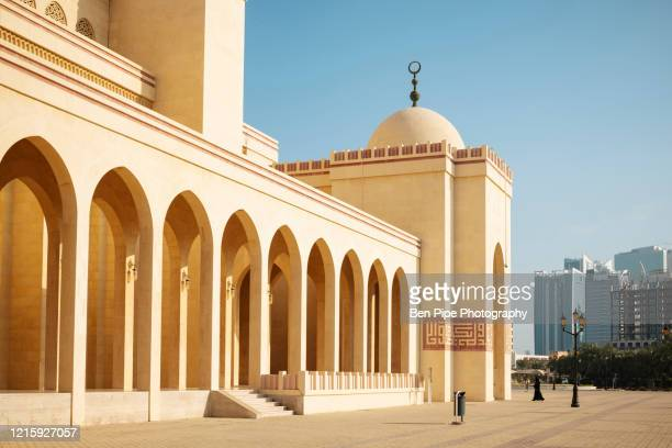 exterior of al fateh grand mosque in manama - bahrain stock pictures, royalty-free photos & images