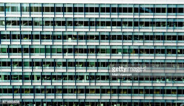 exterior of an office building in the city of london uk - matt drudge stock pictures, royalty-free photos & images