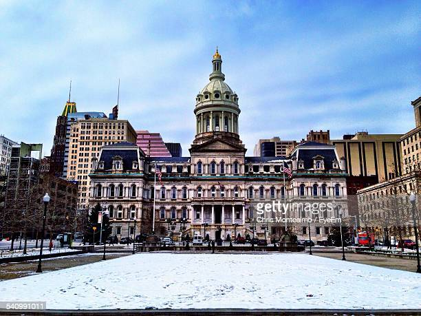 exterior of city hall during winter against sky - baltimore maryland - fotografias e filmes do acervo