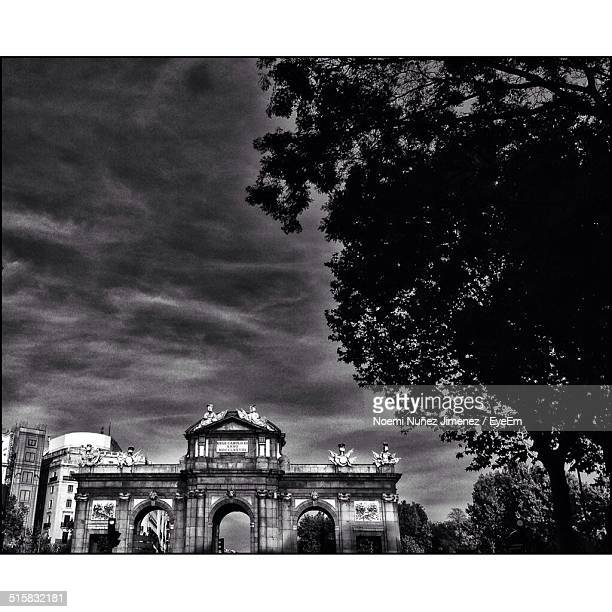 exterior of historic built structure against sky - noemi foto e immagini stock