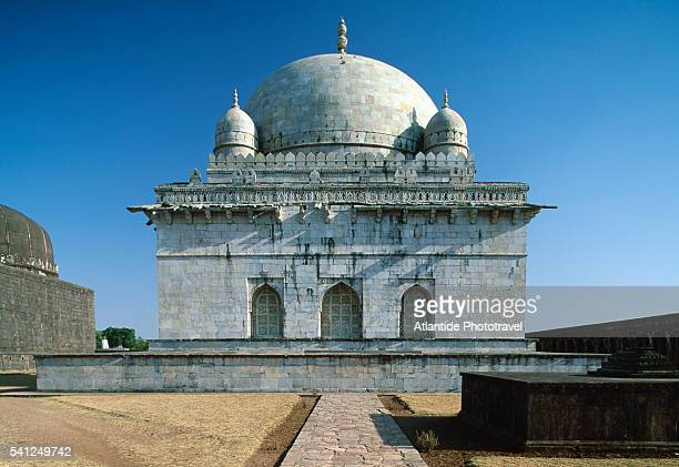 exterior of hoshang shah's tomb - hoshang shah's tomb stock pictures, royalty-free photos & images