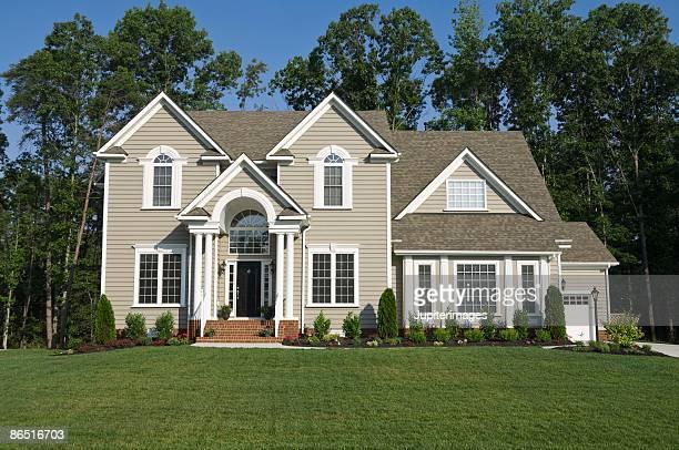exterior of house in suburbs - building exterior fotografías e imágenes de stock