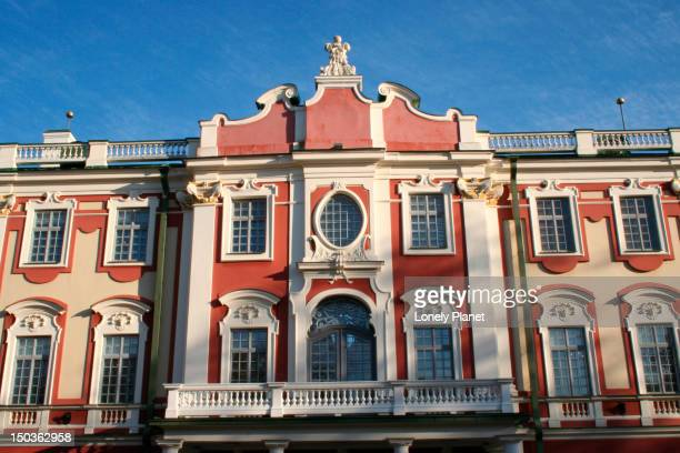exterior of kadriorg palace adjacent to museum of foreign art. - harjumaa stock pictures, royalty-free photos & images